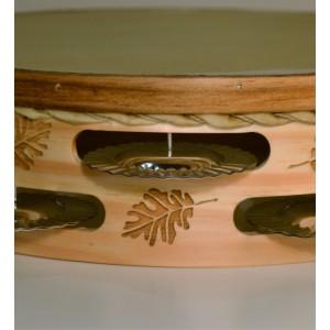 Pandeireta gravada con folla de carballo